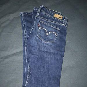 NWOT Demi Curve Levi Jeans